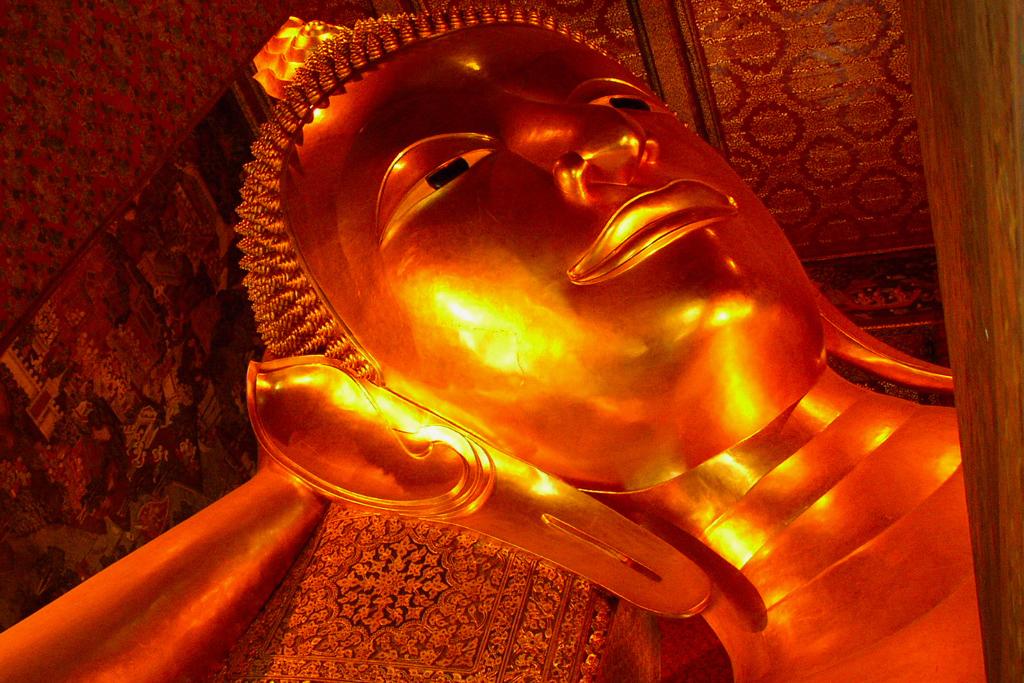 タイ旅行でバンコク観光ならワットポー寺院