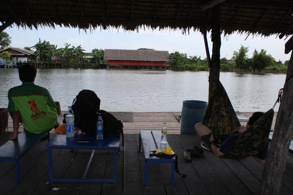 メコンオオナマズ釣りはハンモックに揺られながら待つ