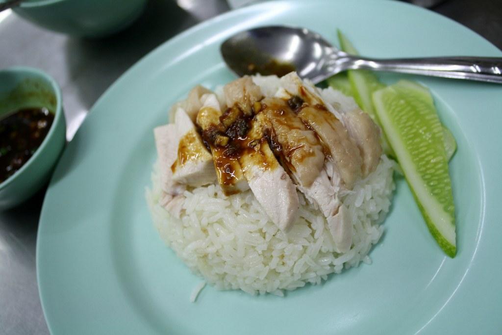 バンコク旅行でカオマンガイならプラトゥーナム