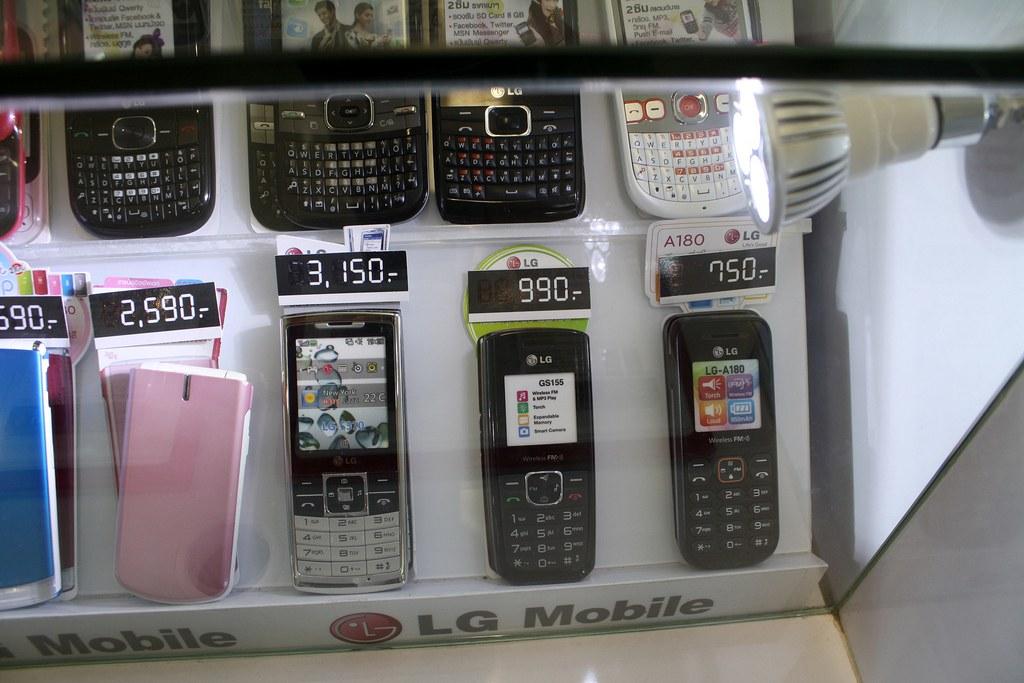 バンコクのフォーチュンタウンで売ってる携帯電話