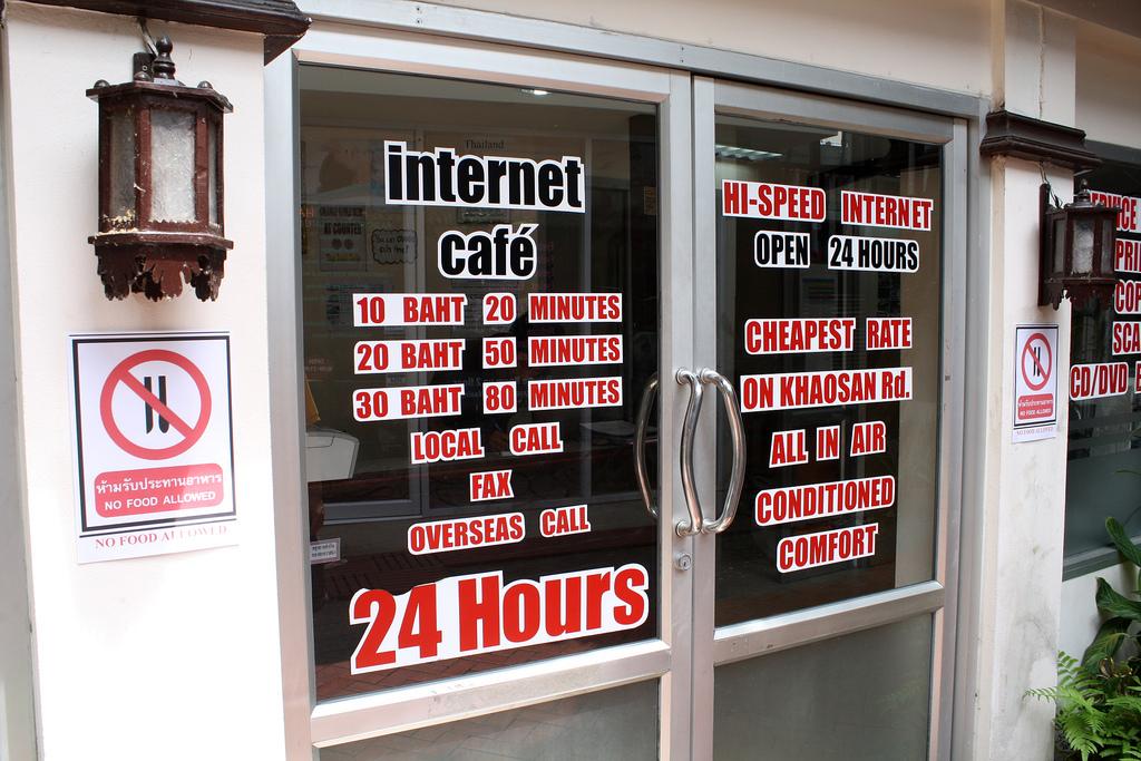 カオサンのインターネットカフェで国際電話