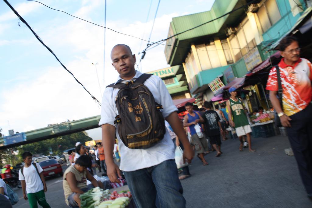 フィリピンの治安、リュックは前に!