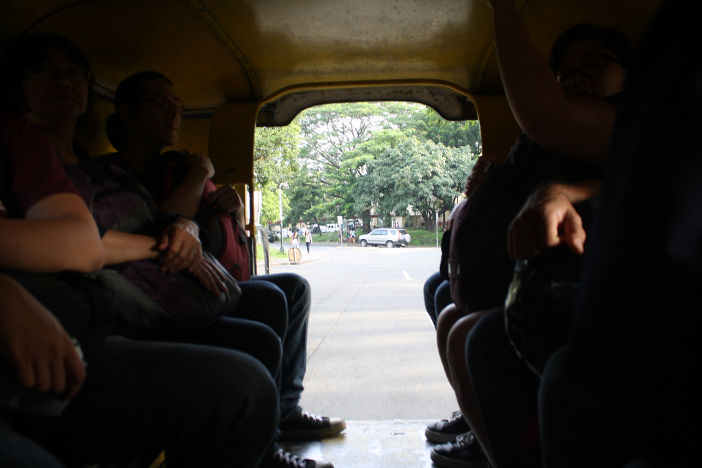 フィリピンの便利な乗り物ジプニーの乗り方