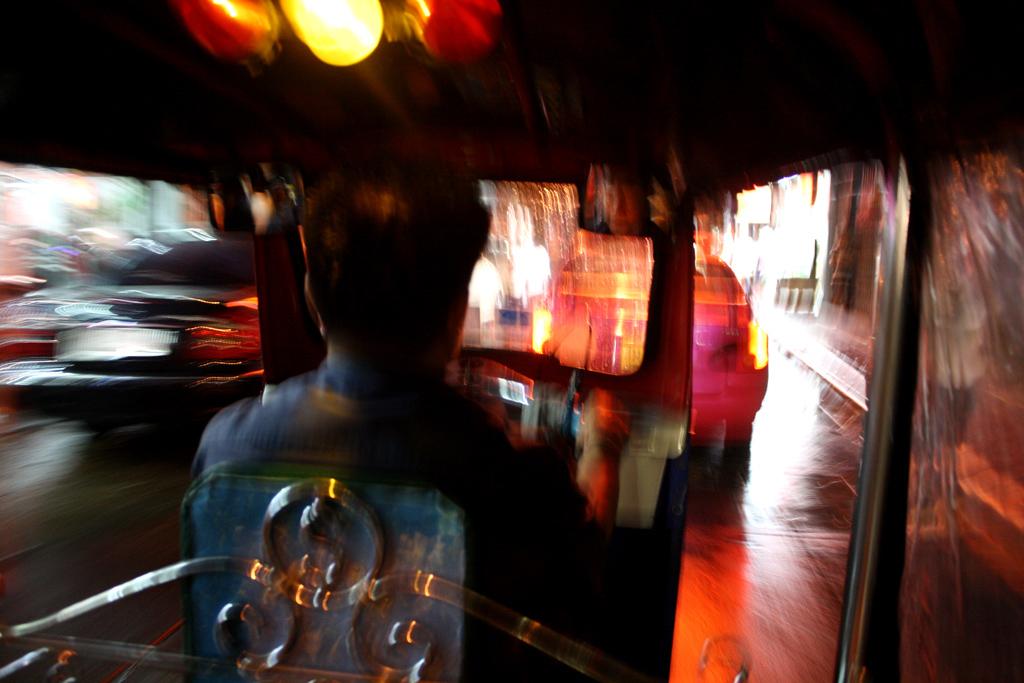 タイでトゥクトゥクに乗る